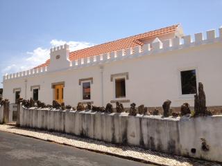 Castro Beach House - Praia das Maçãs - Praia das Macas vacation rentals