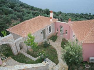Beautiful 3 bedroom Cottage in Tyros with Deck - Tyros vacation rentals