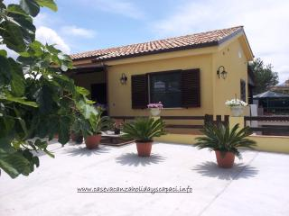 Villa with a veranda by the sea and cultural sites - Capaci vacation rentals