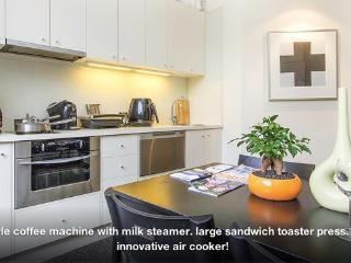 SouthYarra XLarge Modern Classic - Melbourne vacation rentals