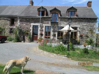 Comfortable House with Deck and Internet Access - Martigne-Ferchaud vacation rentals