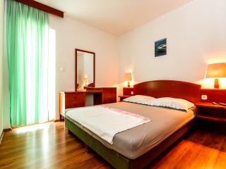 Enjoy the Serenity of our Apartment in Okrgu Donji in A4 - Okrug Donji vacation rentals