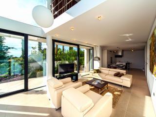 Modern & Luxurious Beachfront Apartment in Dalmatia  (6) - Primosten vacation rentals