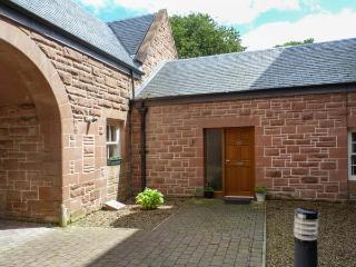 MEWS COTTAGE, WiFi, second sitting room, access to woodlands, Ref 29927 - Mauchline vacation rentals