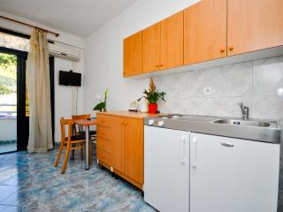 Apartment and Rooms Ivan - 45191-A8 - Makarska vacation rentals