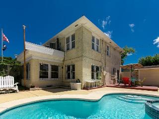 3BR/2.5BA Charming Home w/Private Saltwater Pool Oasis! Winter Texans Welcome - Corpus Christi vacation rentals