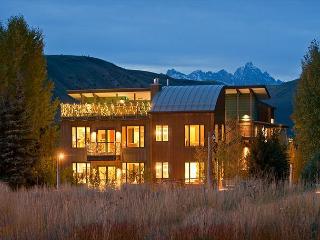 Downtown Jackson Hole Luxury Condo - Walk to town Square - Teton Views! - Jackson vacation rentals