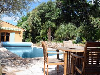 Bright 2 bedroom Besse-sur-Issole House with Internet Access - Besse-sur-Issole vacation rentals