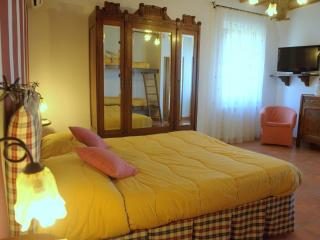 room for 4 people - PAPAVERO - - Siena vacation rentals
