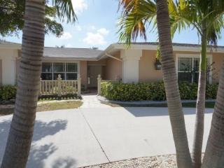 COPPER BEACH - SW Cape Coral 4b/3ba electric heated pool home, gulf access canal, Boat Dock and Lift 7000 lb which can be used for a Rental Boat, HSW Internet, - Cape Coral vacation rentals