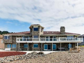 Oceanfront, dog-friendly home w/ hot tub and amazing views - Newport vacation rentals