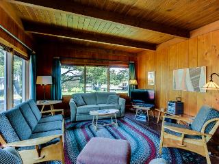 3BR cottage w/fireplace; ping pong; walk to beach - Gearhart vacation rentals