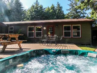 Dog-friendly home w/hot tub, game room, basketball court! Short drive to beach! - Waldport vacation rentals
