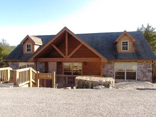 Bambi's Bungalow- 2 Bedroom, 2 Bath Stonebridge Golf Resort Lodge-Sleeps 6 - Branson West vacation rentals