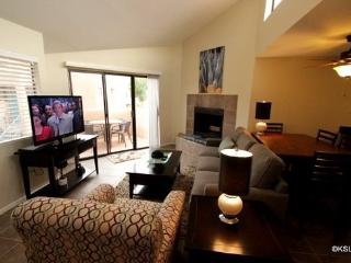 Upstairs, One Bedroom Condo with King Bed and Mountain Views at Ventana Vista - Arizona vacation rentals