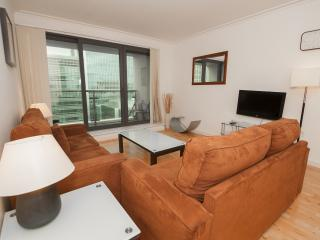 Waterfront 2Bed/2Bath Canary Wharf Apartment - London vacation rentals