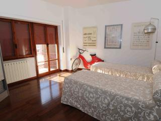 Bright 2 bedroom Valmontone Guest house with Internet Access - Valmontone vacation rentals