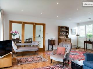 3 bed with private garden, Rayners Road, Putney - Epsom vacation rentals