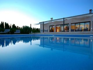 Finca Es Rasquell: exclusive villa with large pool - Province of Lleida vacation rentals
