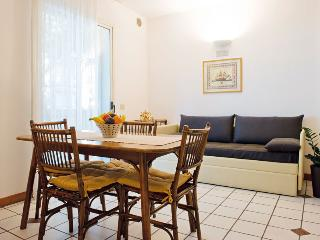Comfortable 2 bedroom Apartment in Riccione with A/C - Riccione vacation rentals