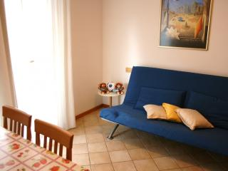 Bright 2 bedroom Apartment in Cattolica with A/C - Cattolica vacation rentals