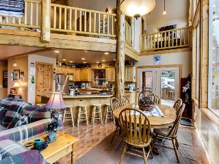 Welcoming and spacious cabin w/ community pool, hot tub, tennis, and sauna! - McCall vacation rentals