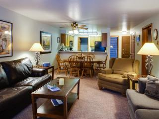 Golf course views and community pool and hot tub - McCall vacation rentals