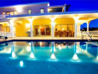Lovely House with Internet Access and Private Outdoor Pool - Island Harbour vacation rentals