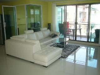 Condo for rent Central Pattaya,130 sq.m.,center of Pattaya,pool view. - Pattaya vacation rentals