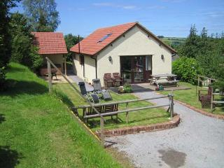 WALNUT COTTAGE, barn conversion, all ground floor, hot tub, parking, garden, in Washford, Ref 913786 - Washford vacation rentals