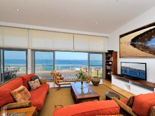 Perfect 3 bedroom Anna Bay Cottage with Dishwasher - Anna Bay vacation rentals