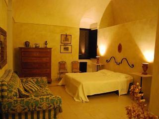 Casale dei Lauri  in suite Alba con cucina x 4 persone - Rodi Garganico vacation rentals