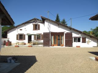 Lovely farmhouse with pool, badminton, boules etc - Hossegor vacation rentals