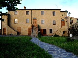 Naioli Farmhouse, Ciliegiolo apartment - Pitigliano vacation rentals