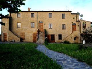 Naioli Farmhouse, Ciliegiolo apartment - Pitigliano vacation rentals