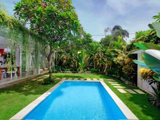 2 Bedroom Villa Central Seminyak with Large Garden - Seminyak vacation rentals