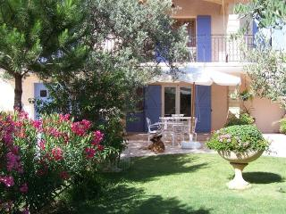 Bright 1 bedroom Gite in Pujaut with Internet Access - Pujaut vacation rentals