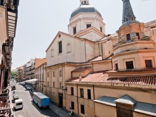 PLAZA MAYOR. 5 bedroom wiffi - Madrid vacation rentals