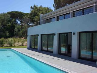 Nice Villa with Internet Access and Dishwasher - Saint-Tropez vacation rentals
