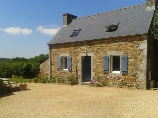 2 bedroom Gite with Internet Access in Tremel - Tremel vacation rentals