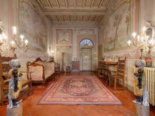 Elegant three bedroom apartment with private terrace in central Florence - Florence vacation rentals