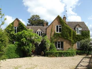 Charming Cottage with Internet Access and Outdoor Dining Area - Chipping Campden vacation rentals
