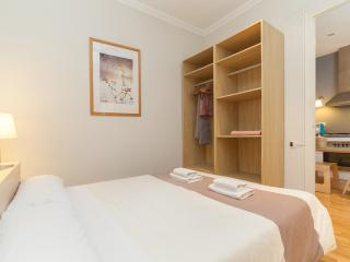 3 Bedrooms Apartment - Sagrada Familia B - Barcelona vacation rentals