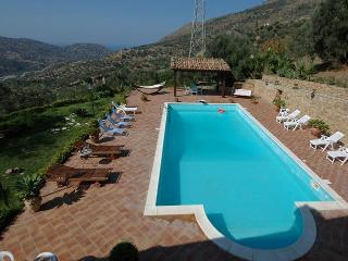 Bright Villa with A/C and Satellite Or Cable TV - Pettineo vacation rentals
