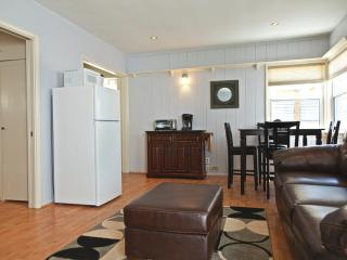 MB Seaview Lower - Comfortable condo just steps from the Beach. Short bike ride to Hermosa and Venice Beach! - Manhattan Beach vacation rentals