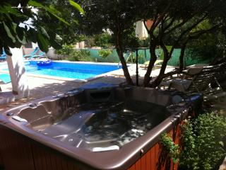 Louminous apartment with hot tub and pool in Hvar - Hvar vacation rentals