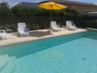 Les Chaises Jaunes - 3 bedroom house in Provence - L'Isle-sur-la-Sorgue vacation rentals