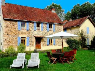 Dordogne FarmHouse sleeps 8 with Pool & Fishing - Aubas vacation rentals