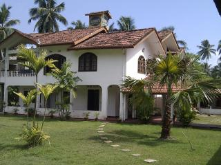Bright 4 bedroom Akurala Guest house with Internet Access - Akurala vacation rentals