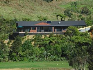 Luxury Escape Overlooking Golf Course - Kerikeri vacation rentals